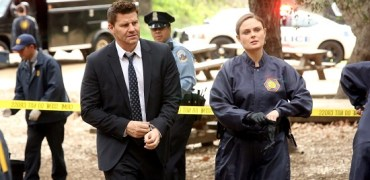 "BONES:  Booth (David Boreanaz, L) and Brennan (Emily Deschanel, R) arrive at a crime scene in the ""The Big Beef At The Royal Diner"" episode of BONES airing Thursday, April 30 (8:00-9:00 PM ET/PT) on FOX.  ©2015 Fox Broadcasting Co. Cr: Patrick McElhenney/FOX"