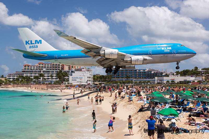Extreme Plane Spotting at Maho Beach, Saint Martin     «TwistedSifter