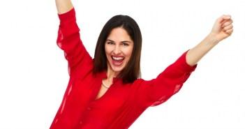 kobieta w czerwonej bluzce