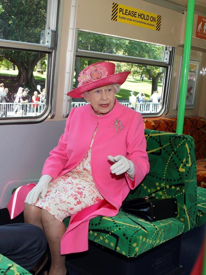 Королева тоже иногда ездит в трамваях :) Photo: abc.net.au