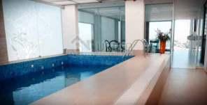 Espacio cerrado para piscina
