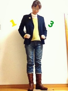 2ネイビーのテーラードジャケット×デニム×ブーツ
