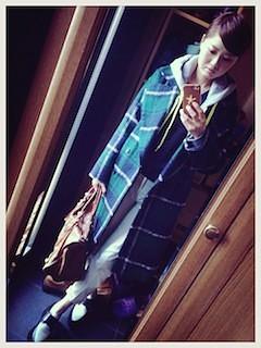 2緑のテーラードジャケット×デニム×パーカー