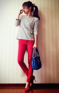 8赤パンツ×ボーダーTシャツ×赤ヒール