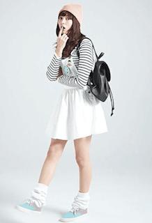 10白フレアスカート×ボーダニット×ピンクニット帽子