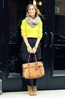 9黄色の春ニット×ドットスカート×スヌード