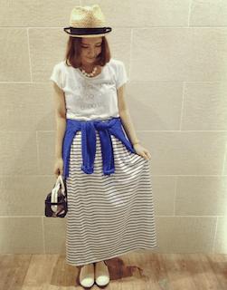 2ボーダーマキシ丈スカート×白Tシャツ×青カーデ