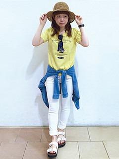 2黄色Tシャツ×白パンツ