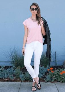 3ピンクTシャツ×白デニム