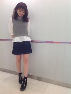 5黒のブーティ×タートルニットベスト×タイトスカート