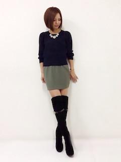 7黒のニーハイブーツ×黒セーター×ミニタイトスカート