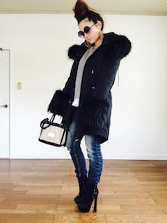 11黒のモッズコート×ジーンズ×厚底ショートブーツ