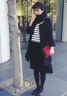 3黒のマフラー・ストール×ノーカラーコート×Aラインスカート