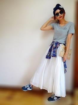 3 VネックのTシャツ×マキシスカート×チェック柄シャツ