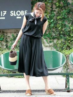 9黒のスカーチョ×黒のタンクトップ×スカーフ