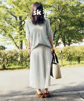 10白のプリーツスカート×ドルマントップス×カモシカ靴