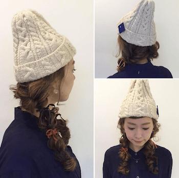 白ニット帽×三つ編みツインテールのニット帽に合う髪型