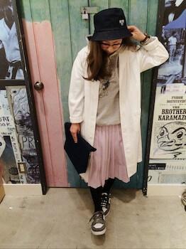 ショップコート×パーカー×プリーツスカート
