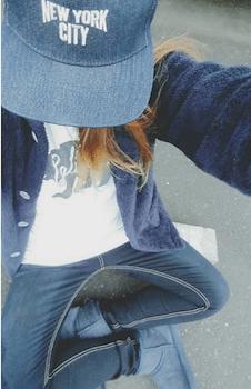 ボアパーカー×ジーンズ×キャップ