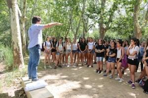 El doctor David Brusi, amb els estudiants del Jove Campus de Recerca