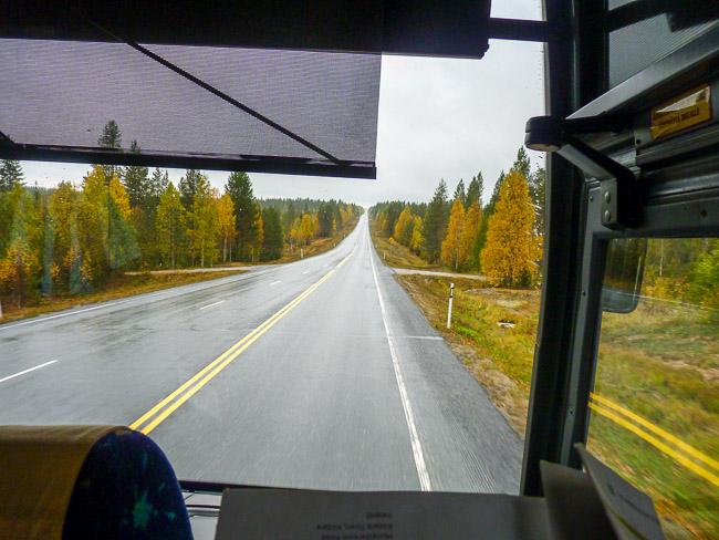 Beim Busfahren in Finnland gilt es lange Strecken zu überwinden, das muss jedoch nicht teuer sein.