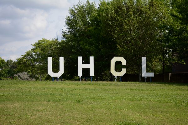 UHCL sign on campus in between the Bayou Building and Student Services Building. April, 6, 2016. Photo by The Signal reporter Cristina Gonzalez.