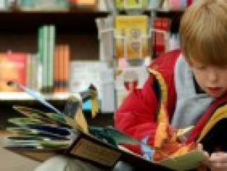 Child_reading_at_Brookline_Booksmith