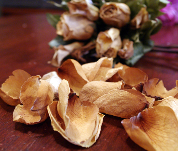 Dried petals for a bouquet frame