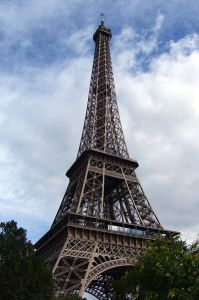 Eiffel_Tower,_Paris_25_July_2005