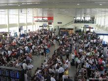 混雑する空港