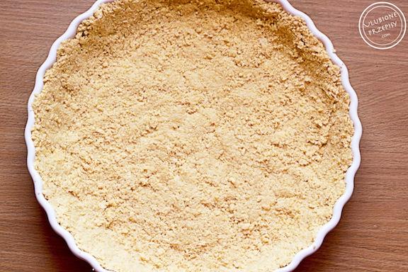 Tarta truskawkowa bez pieczenia na wafelkowym spodzie