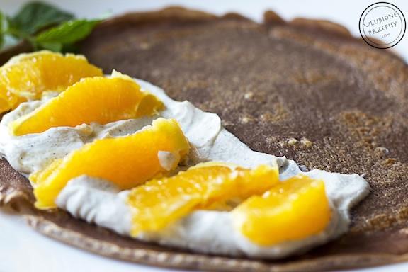Czekoladowe naleśniki z ricottą i pomarańczami