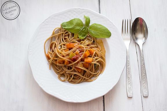 Pełnoziarniste  spaghetti z sosem neapolitana