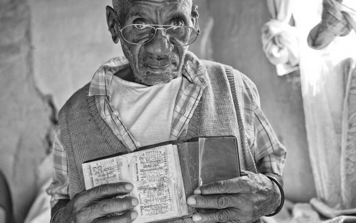 bhekindlela-mwelase-86-yrs-with-pass-book