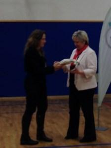 Igro Mankala je prevzela ravnateljica Osnovne šole Ledina Marija Valenčak