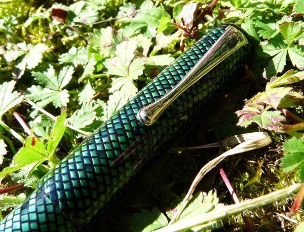 Twiss-Green-Lizard-clip-and-cap