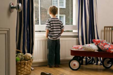 bambini a casa da soli
