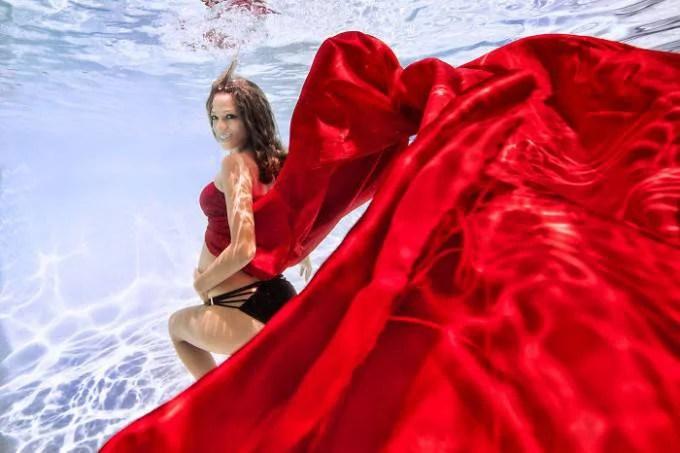 donna incinta abito rosso