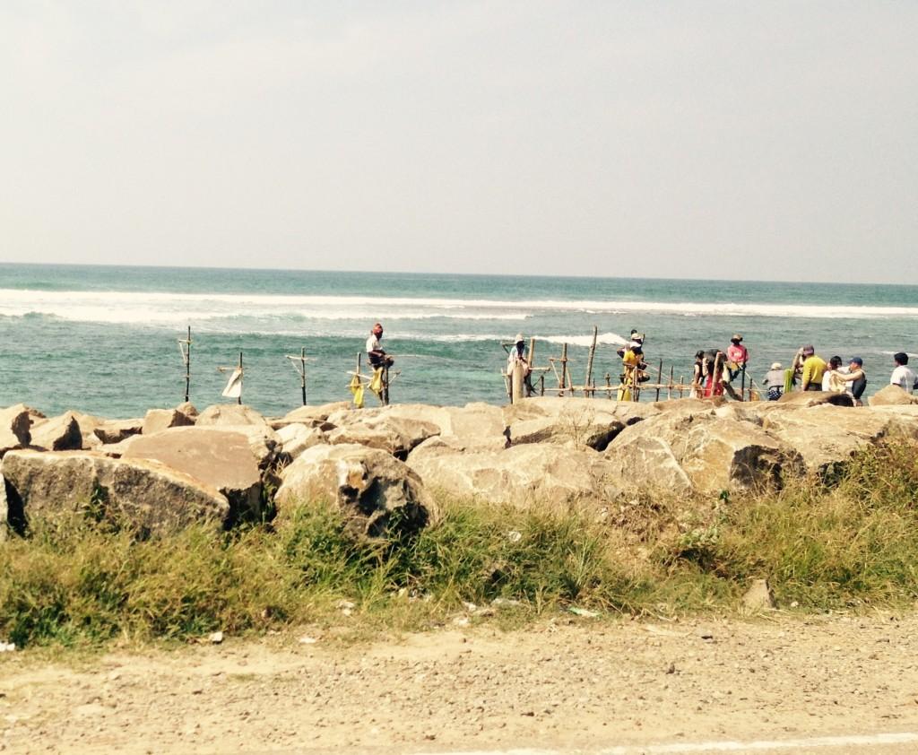 pêcheurs sur pilotis sri lanka