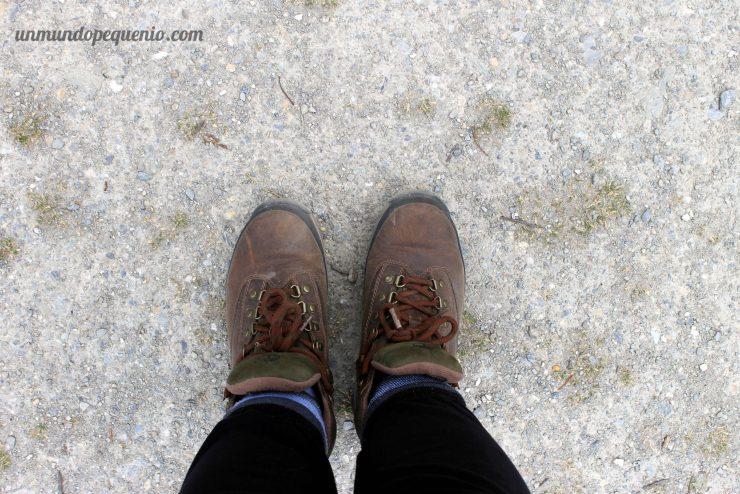 Calzado apropiado Botas de trekking (el pantalón adentro de las medias era por el frío)