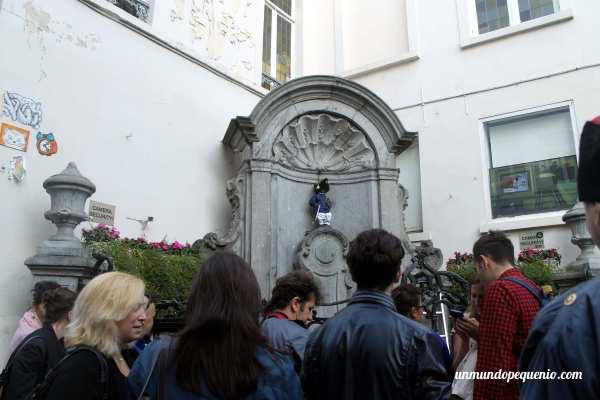 Turistas y el Manneken Pis