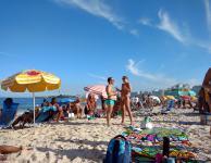 playa-de-copacabana-con-gente
