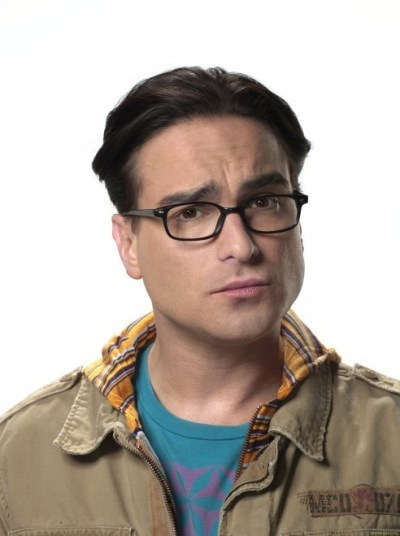 glasses does leonard hofstadter wear