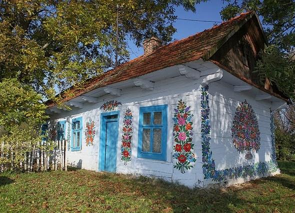 zalipie_poland_painted_village_flowers_1