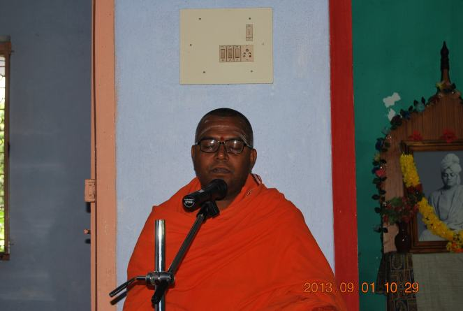 Rev. Swami Paramasukhanandaji Maharaj addressing the devotees