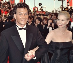 Patrick Swayze and his wife, Lisa Niemi on the red carpet at the 1989 Academy Awards, March 29, 1989. This file is licensed under Creative Commons Attribution 2.0 License by ROSSRS
