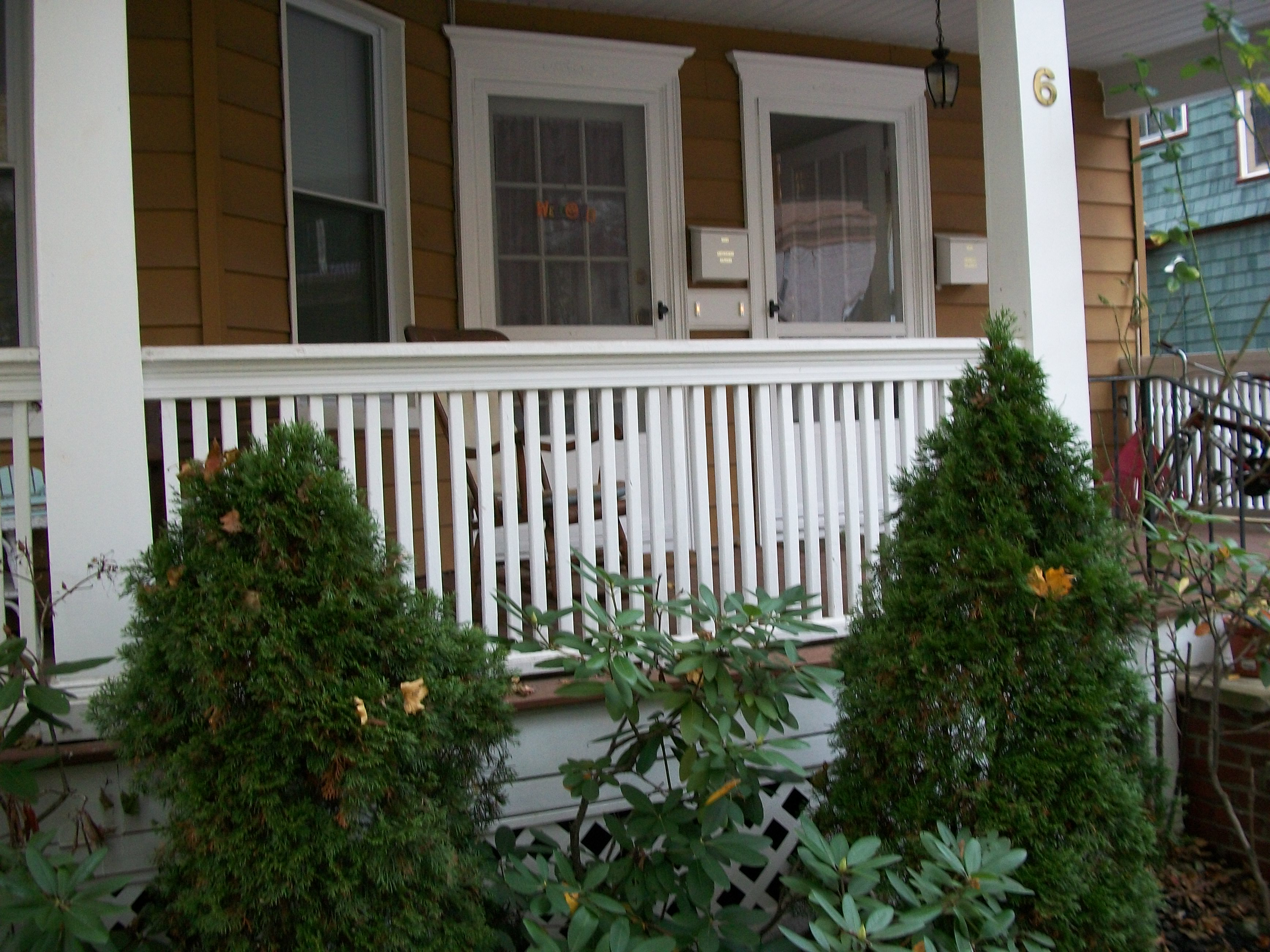Piquant Railings Board Substructure Mings Railings Board Substructure Mings Front Porch Railing Cost Front Porch Railing Contractors houzz-03 Front Porch Railing