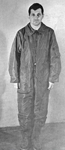 http://i1.wp.com/upload.wikimedia.org/wikipedia/commons/c/c4/RIAN_archive_35174_American_Spy_Pilot_Francis_Gary_Powers.jpg?resize=216%2C499&ssl=1