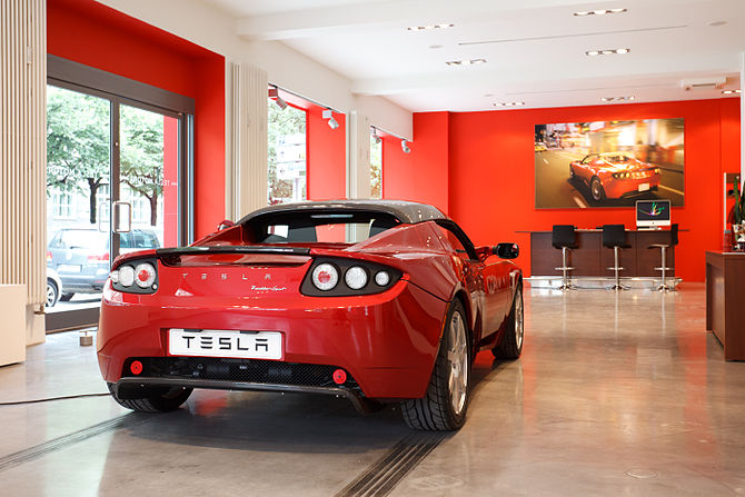 English: Tesla Motors opened its showroom in M...