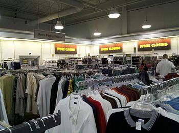 English: Interior of the JCPenney Outlet store...